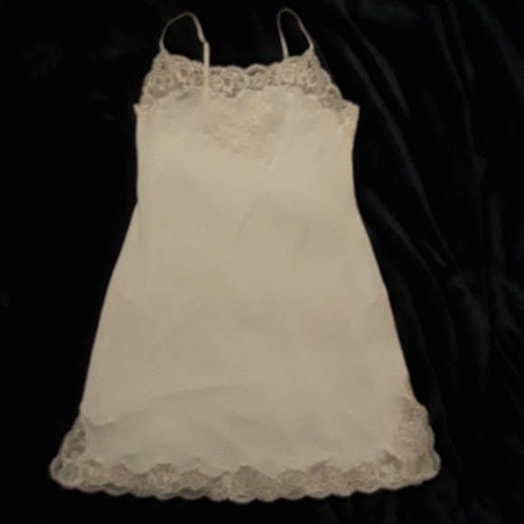 7a98b7143f Josie Natori ivory chemise Size Small. M 5c0db6cfaa87706e5a8cb4c4